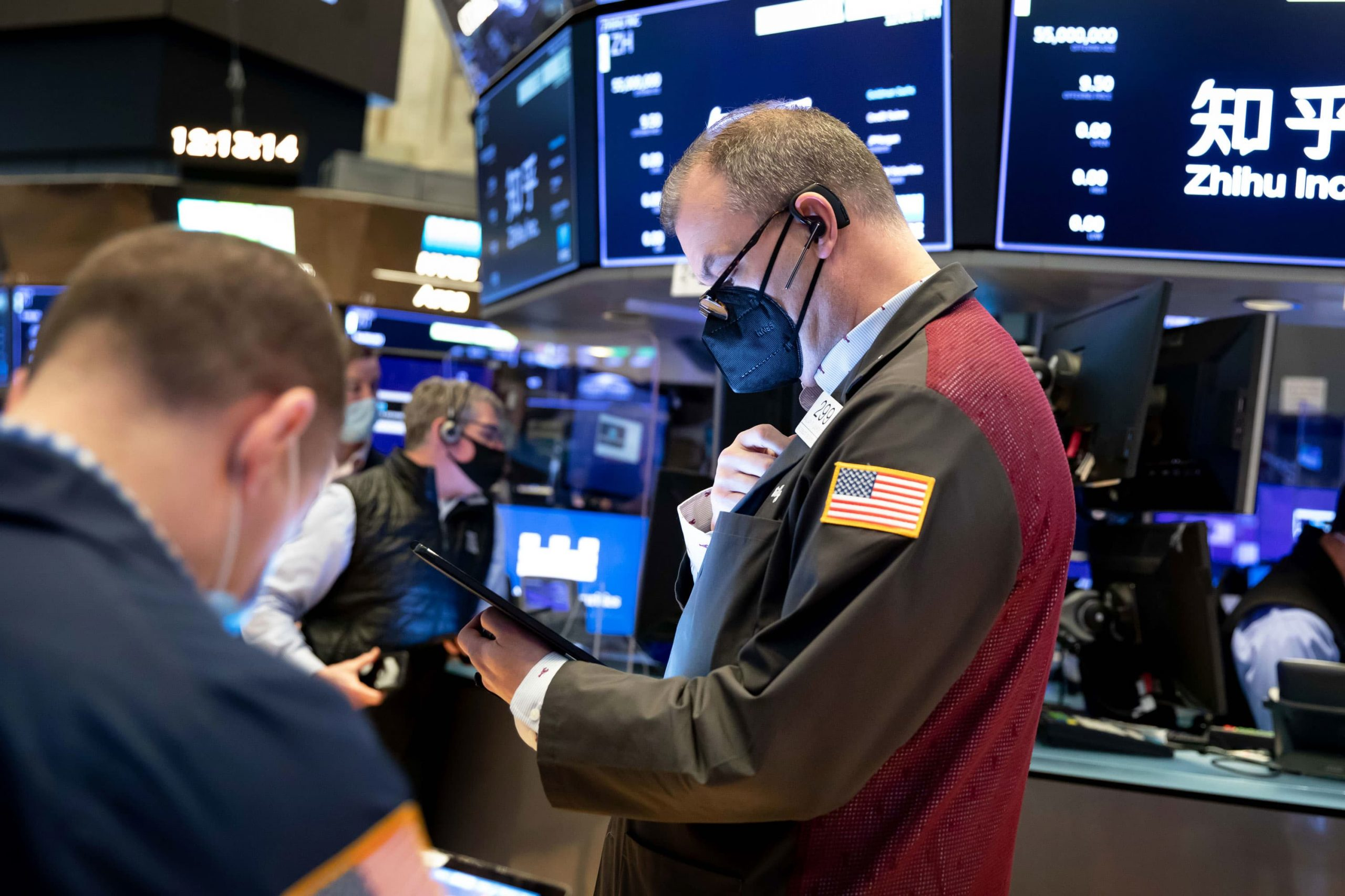 stock-futures-are-flat-after-dow-closes-at-record