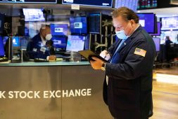 stock-futures-are-flat-in-overnight-trading-after-dow-closes-above-34000-for-the-first-time