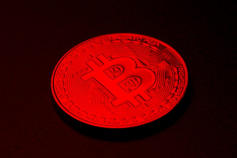 bitcoin-resumes-sell-off-over-weekend-falls-below-32000