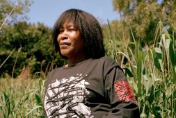 joan-armatrading-is-still-searching-for-the-perfect-song