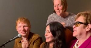 """Courteney Cox and Famous Friends Sing """"Tiny Dancer"""" Cover"""