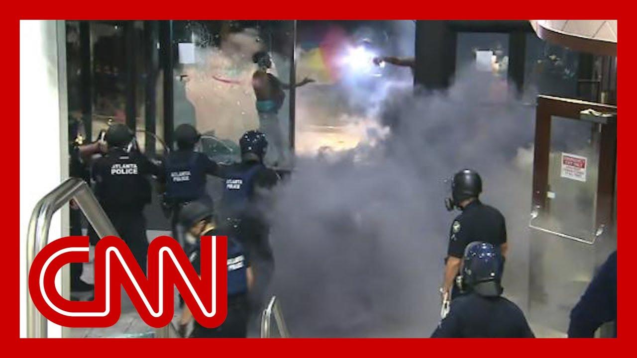 violent-george-floyd-protests-at-cnn-center-unfold-live-on-tv